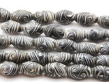 Black & White Feather Glass Beads 15mm (JV243)
