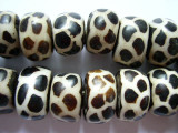 Large Giraffe Batik Bone Beads 20-24mm - Kenya (BA32)