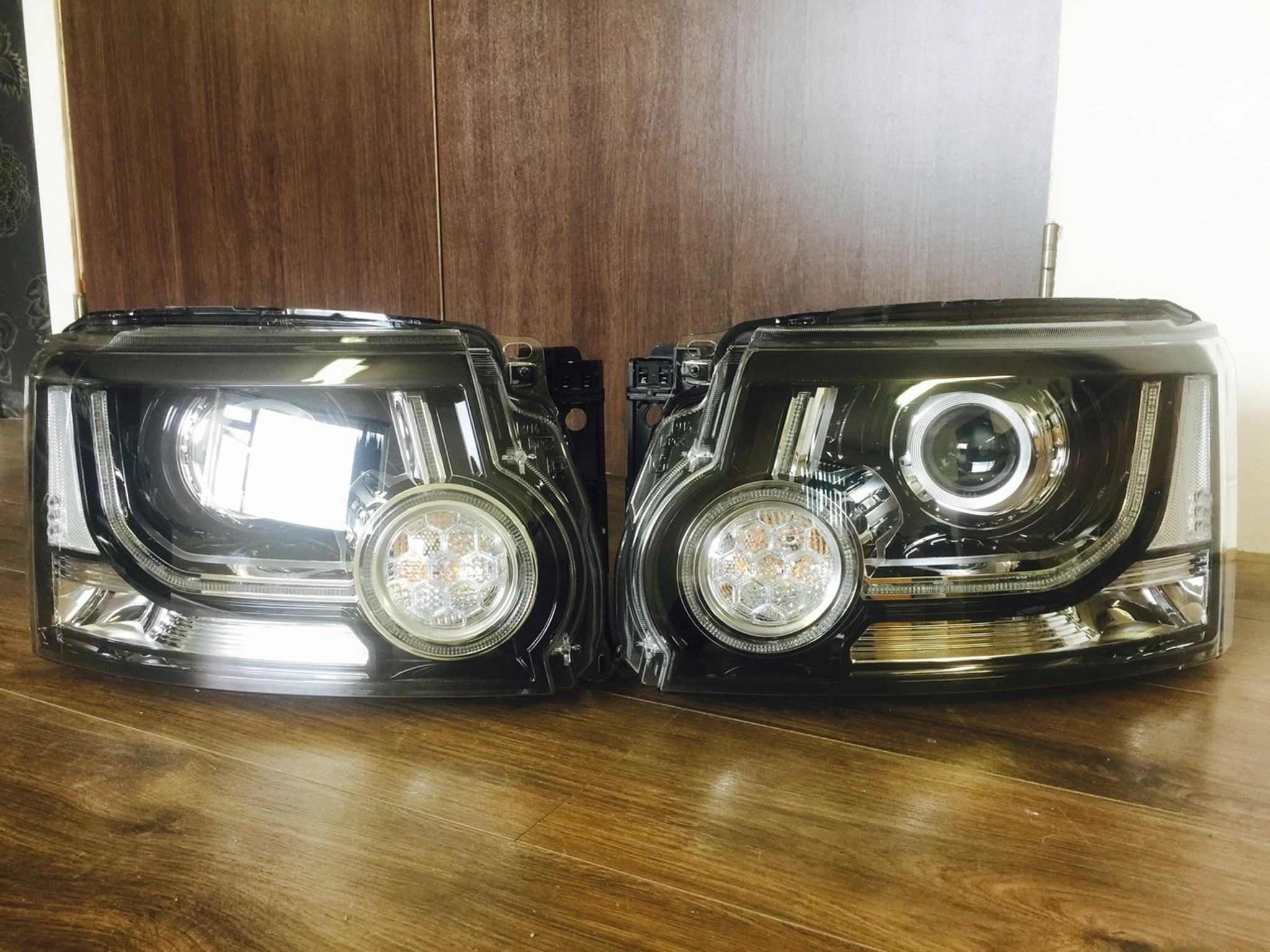 Land Rover Discovery 4 Signature Black Edition Headlights
