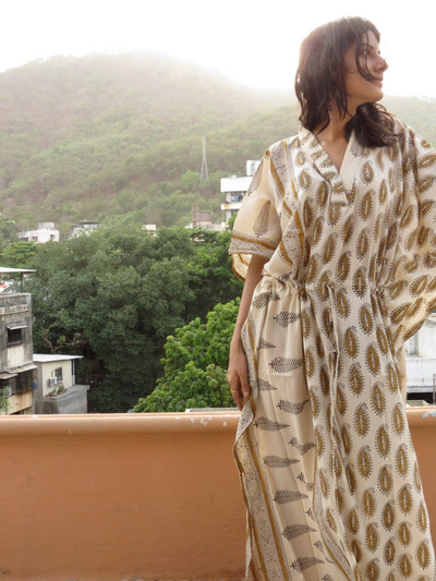 """Organic Au Naturelle"" Cinched Drawstring kaftan in Cream Paisleys Pattern"