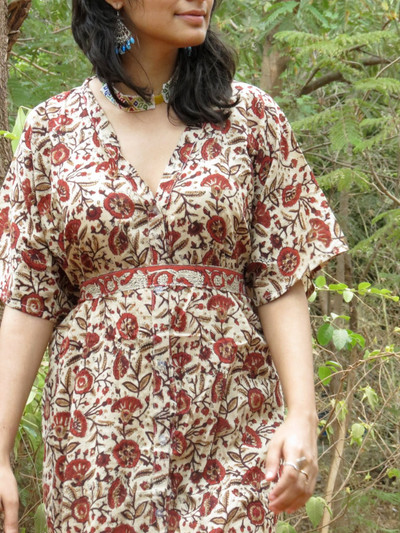 """Organic Au Naturelle"" Button-Front kaftan in Cream Red Floral pattern"