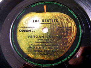 "7"" THE BEATLES Apple 8539 Argentina 45 VENGAN JUNTOS"