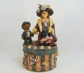 Boyd's  ~  MOMMA'S CLOTHES ... Hat Box MUSICAL  *  NEW In Box
