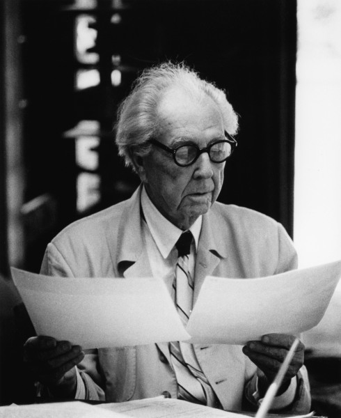 frank-lloyd-wright-reviewing-documents.jpg