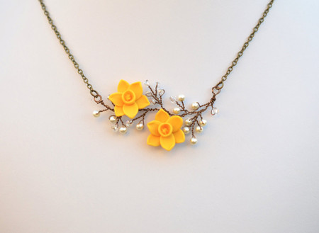 Emily Vine Necklace in Yellow Daffodil