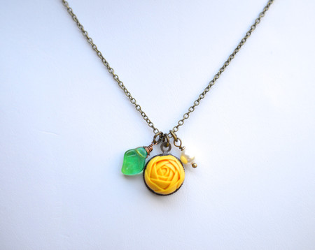 Charm Necklace in Ranuncullus and Leaf