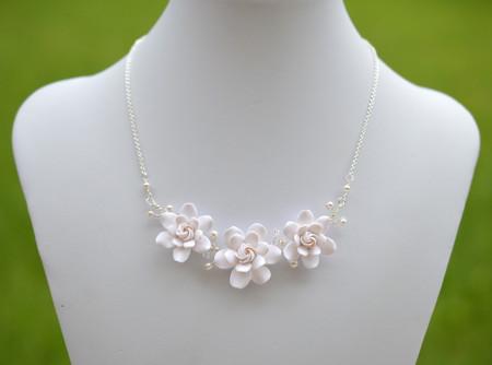 Melinda Vine Necklace in White Gardenia