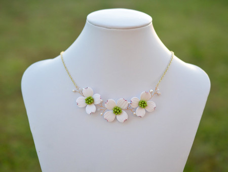 Melinda Vine Necklace in White Dogwood