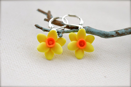 Ivory Daffodil or Sunshine Yellow Daffodil Simple Dangle Earrings.