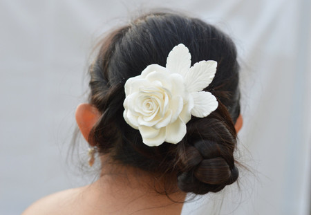 Felicia Hair Clip in White Rose