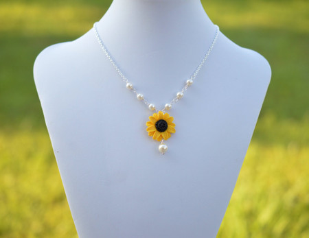 Lexie Centered Necklace in Yellow Sunflower and Pearls