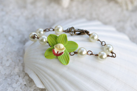 Andrea Link Bracelet in Green Cymbidium Orchid and Pearls