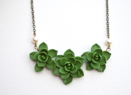 Trio Succulents Centered Necklace in Fresh Green