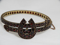 Victorian Good Luck Gold-Filled Bohemian Garnet Hinged Bangle Bracelet