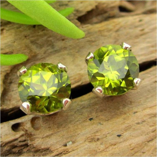 San Carlos Arizona peridot stud earrings
