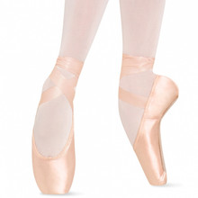 Features TMT, allowing the dancer to mold the shoe to the contours of their feet. Wide platform helps to support and stabilize the ankle and enables the dancer to balance more easily 'en pointe'.