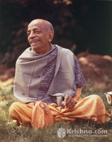 "Srila Prabhupada Photo, Manor Backyard, Smile, 8""x10"""