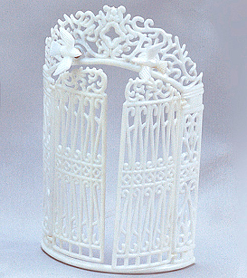 "7"" White Plastic Wedding Screen Backdrop with Open Gate"