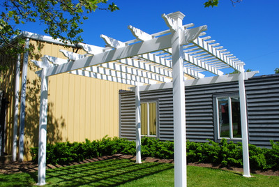 Hampton Vinyl Single Beam White Pergola with 5 Inch Square Columns - Buy Best White Vinyl Pergola With Aluminum Inserts One Piece Rafters