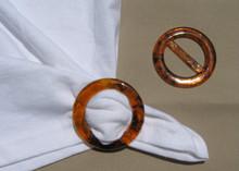 Tee shirt clip/t-shirt pull circle