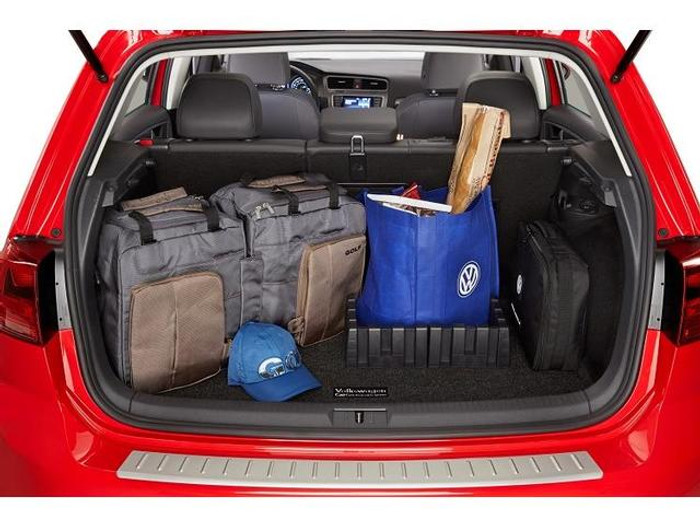 Vw Golf Cargo Mat with Organizing Blocks (D031)