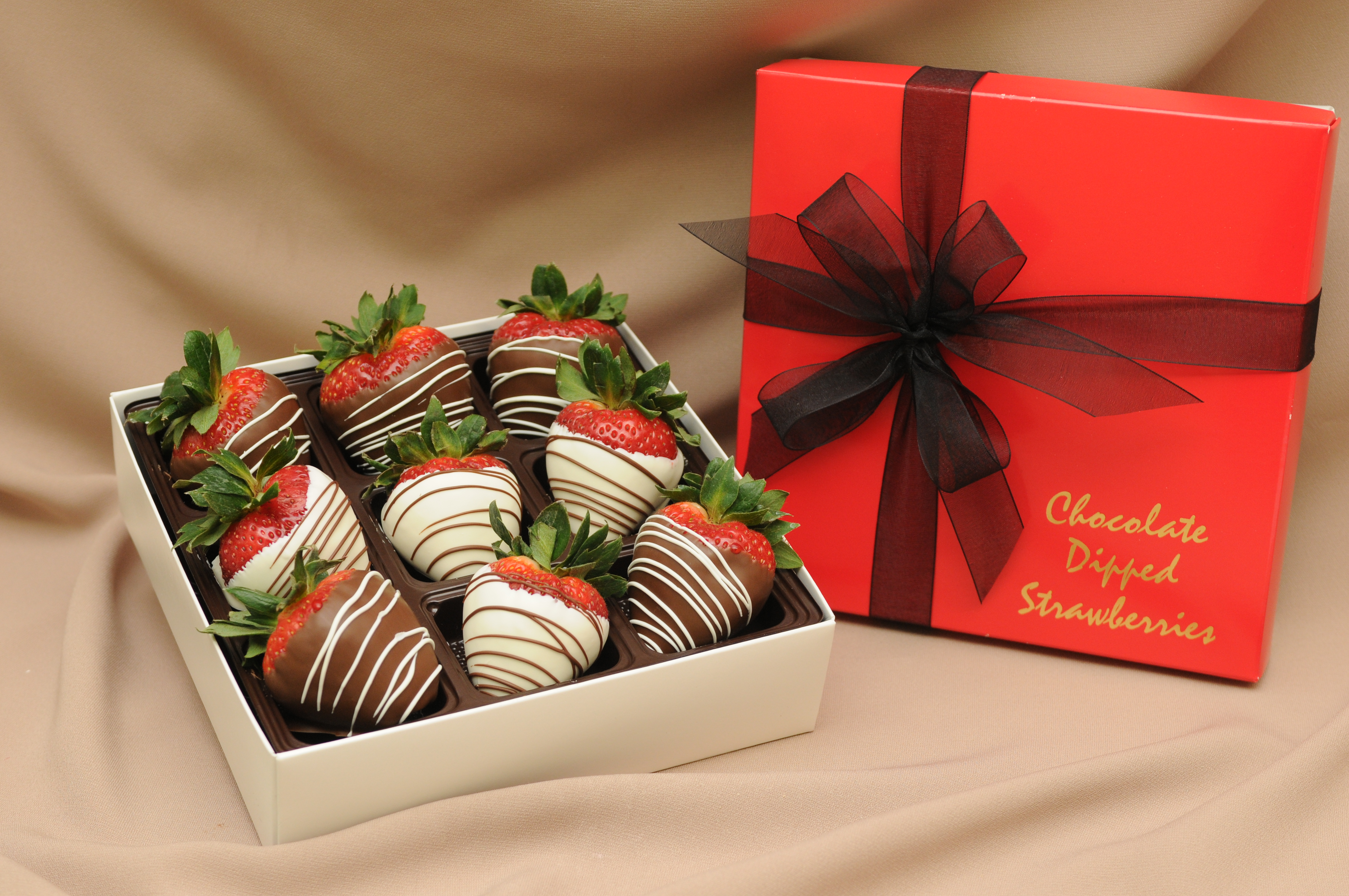 8170-chocolate-strawberries-gift-box.jpg