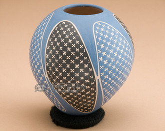 Beautiful Mata Ortiz pottery vase.