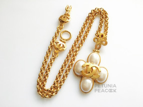 CHANEL RARE QUATREFOIL PEARL NECKLACE