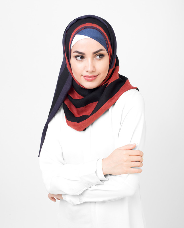 Rose Of Evening Red Balck Viscose Print Hijab