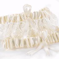 Timeless Treasure Garter Set in Ivory