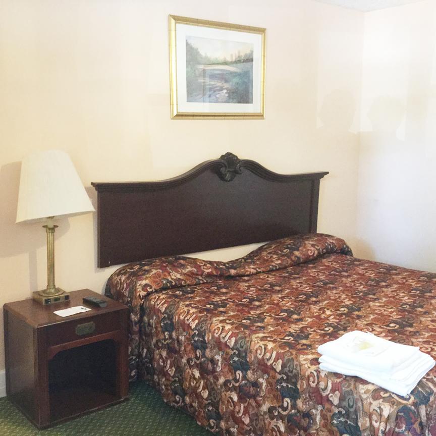 motel-bedroom.jpg