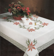 Design Works - Christmas Holly 68in x 90in Oval Tablecloth