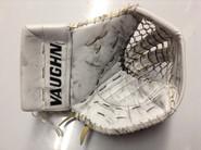 Vaughn V6 2000 Goalie Glove GUDLEVSKIS Syracuse Crunch Pro stock AHL (4)