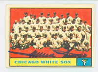 Minnie Minoso AUTOGRAPH  d.15 1961 Topps White Sox Team #7 CARD IS VG; AUTO CLEAN, CRN DING
