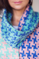Hello, Houndstooth Knitted Scarf Pattern