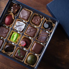 Tradestone 32 Piece Chocolate Box