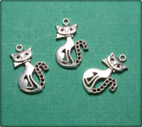 Stylish Cat Charm - Antique Silver
