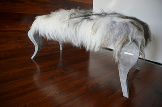 Ottoman style bench on silver Oak wood leg - Upholstered with Icelandic white black mix sheepskin - OB05162