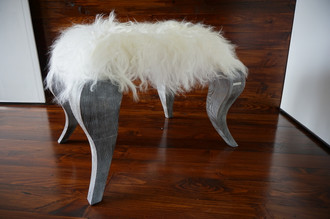 Ottoman style stool on silver Oak wood legs - Upholstered with Icelandic cream white mix sheepskin - OS05162