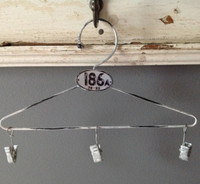 CIH207 - Farmhouse Hanger Zinc