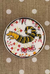Sajou Cross Stitch Kit - Coqucigrues Indian Toile de Jouy Pattern - Box to Embroider