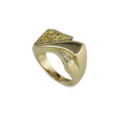 14 Karat Yellow Gold Nugget Ring with Diamonds Size 10