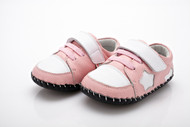 Baby Girls Pink & White Soft Soled Shoe with a white star.