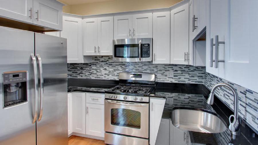 J&K White Shaker Maple Kitchen Cabinets