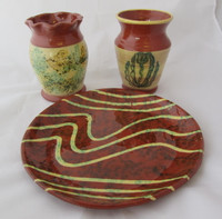"3 Pcs Jeff White MEL Redware Pottery 11"" Plate & 2 Vases Sgraffito Spongeware"
