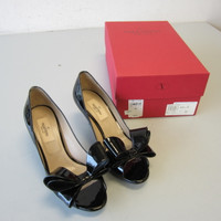 New Valentino Garavani Black Patent Leather Peep Toe Bow Pumps Size 36 US 6 NIB
