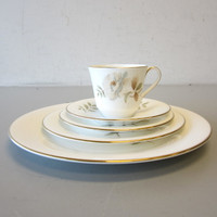 5-Pc Place Setting Royal Doulton China YORKSHIRE ROSE H.5050 Multiple Available