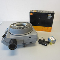 Kodak Ektagraphic III A 2x2 35mm Carousel Slide Projector Zoom Lens & Extra Bulb