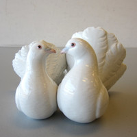 Lladro Figurine #1169 COUPLE OF DOVES KISSING Love Birds Wedding Cake Topper