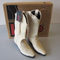 NWT New Laredo Western Boots Style 28-701 Navajo Bone Womens Size 5M NIB